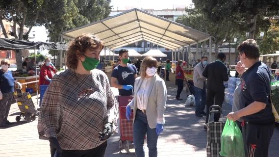 El Ayuntamiento de Bigastro reabre el mercado semanal de los jueves de forma exitosa, tras el periodo de cierre por la crisis sanitaria del coronavirus