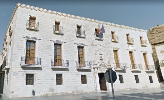 La Biblioteca Pública del Estado 'Fernando de Loazes' de Orihuela registra en su apertura una afluencia de visitantes moderada y constante