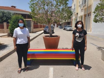 Las concejalías de Juventud e Igualdad de Pilar de la Horadada conmemora hoy, domingo 28 de junio, por primera vez el Día Internacional del Orgullo LGTBI para apoyar a todas las personas de dichos colectivos