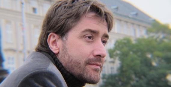 El escritor colombiano Carlos Alberto Palacio Lopera obtiene el Premio Internacional de Poesía 'Miguel Hernández' 2020 con su obra 'Abajo había nubes'