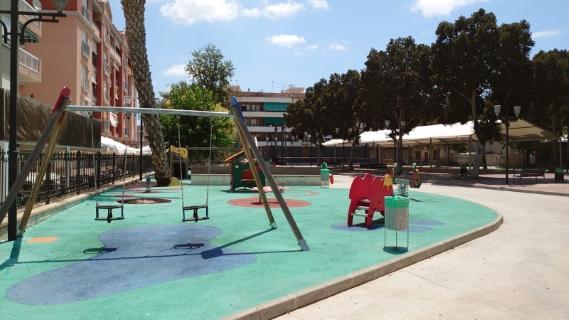 El Ayuntamiento de Bigastro reabre hoy, viernes 19 de junio, los parques infantiles con un plan de limpieza y desinfección diario para garantizar la seguridad de los más pequeños frente a la COVID-19