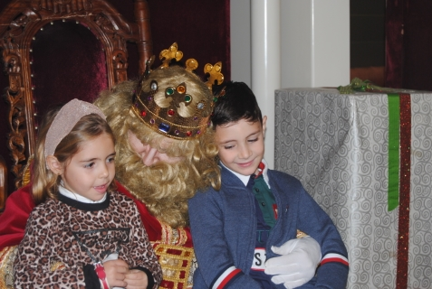 Recepción del Ayuntamiento a los Reyes Magos y desfile y recepción de los Reyes Magos a los niños en Orihuela (5 enero 2020)_76
