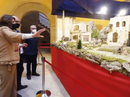 Orihuela, evento cultural: Visitas al Belén Municipal con más de 2.000 figuras y nuevos escenarios, elaborado por la familia belenista Hernández Cabrera