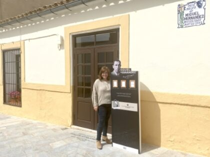 Orihuela, evento cultural: Campaña 'Poesía para llevar' mediante tótems expendedores, dentro del programa de la Primavera Hernandiana 2021 de la Concejalía de Cultura